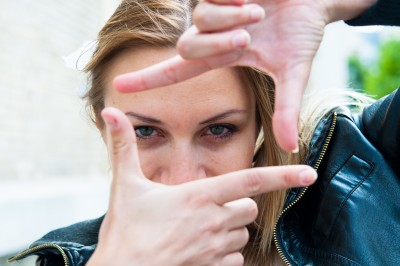 Knowing how to strengthen your eye contact is one of the key body language tips.