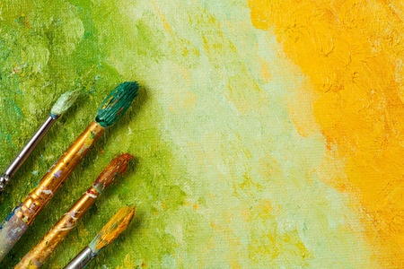 For effective public speaking, paint word pictures to learn how to persuade an audience.