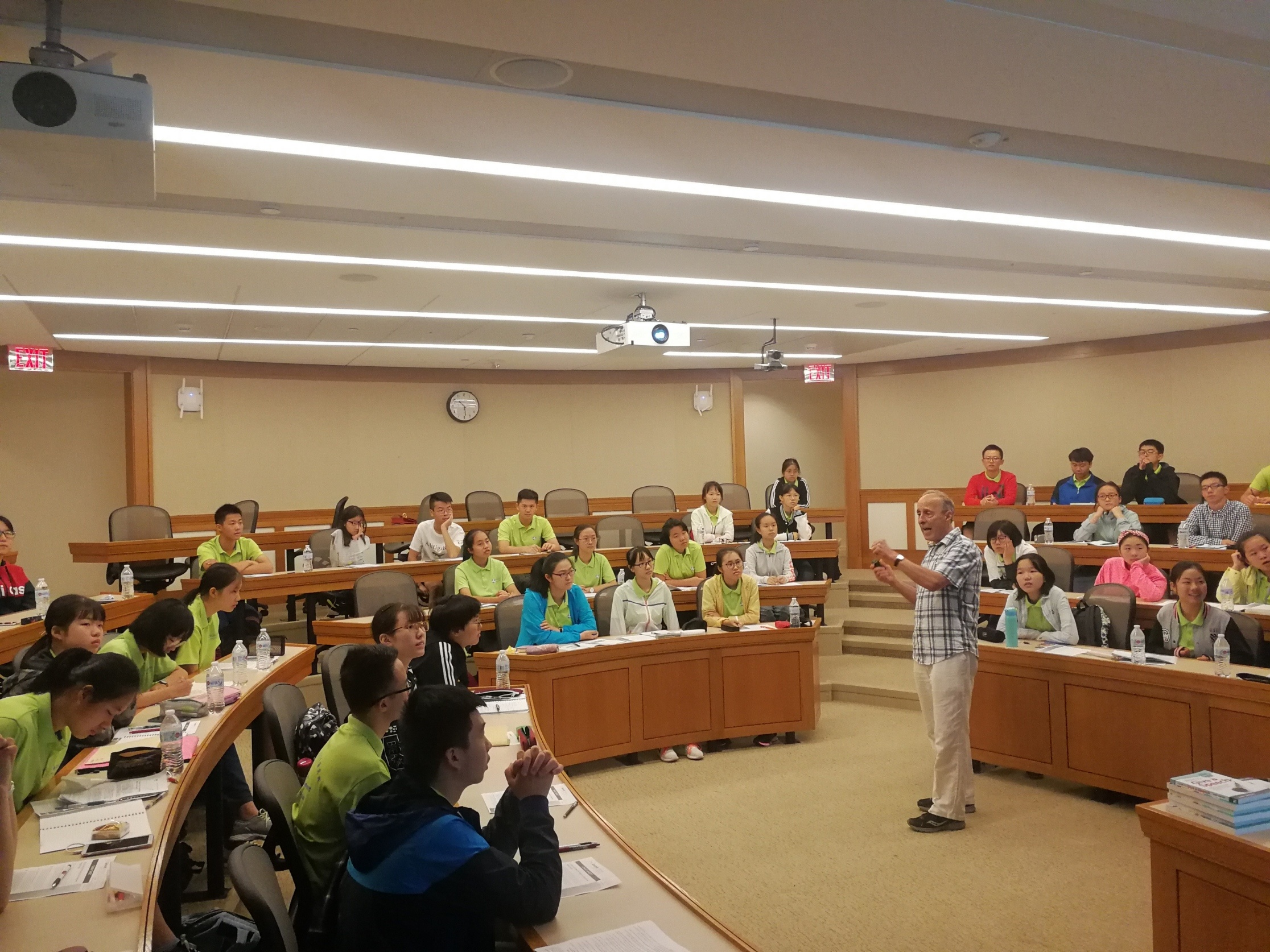 Dr. Gary Genard lecturing in the U.S.-China Cultural Exchange Program at Harvard Law School.