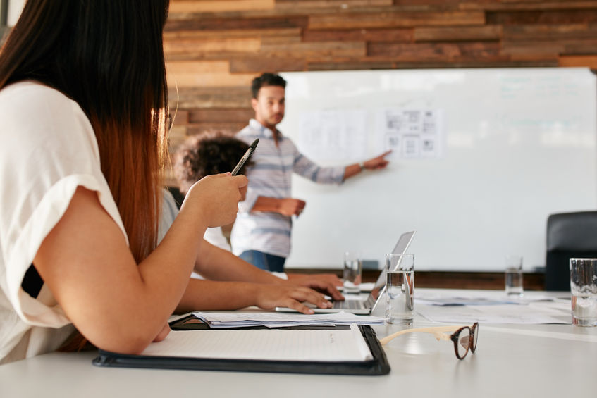 How to Organize a Presentation to Be an Outstanding Speaker