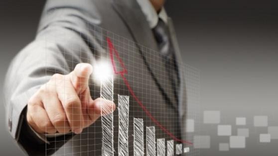 businessman_showing_graph